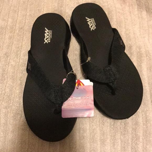 Skechers Goga Max Flip Flops